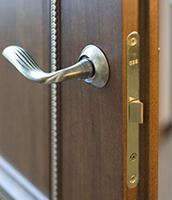 Что такое притворная планка для межкомнатных дверей